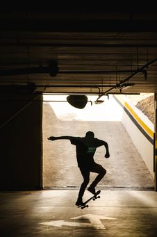 Free Skateboarder Silhouette  Stock Photography - 91759582