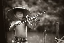 Free Asian Boy Playing Violin Stock Images - 91760664