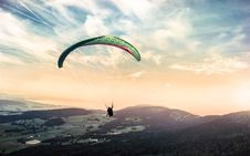Free Person Riding Paragliding Under Blue And White Cloudy Sky Royalty Free Stock Photography - 91761287