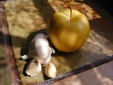 Free Apple And Garlic Royalty Free Stock Image - 91770596