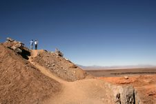 Free Tourists Admire Atacama Desert Royalty Free Stock Photos - 924718