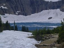 Free Iceberg Lake, Ice Floes And Cliffs Royalty Free Stock Image - 924766