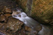 Free Mountain Stream Royalty Free Stock Photos - 928868