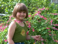 Free Girl With Flowers Royalty Free Stock Photography - 929277