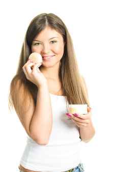 Free Woman Applying Powder With A Sponge Stock Images - 9218654