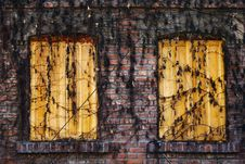 Free Yellow Double Windows Royalty Free Stock Images - 92129059