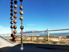 Free Selective Focus Photo Of Brown And Silver Rosary Stock Images - 92160274