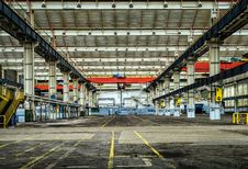Free Empty Warehouse Royalty Free Stock Photography - 92160337