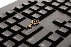 Free Brass Ornate Vintage Key On Black Computer Keyboard Royalty Free Stock Images - 92160829