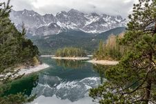 Free Autumn River Stock Photo - 92160850
