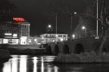 Free City Lights Reflecting At Night Royalty Free Stock Image - 92161056