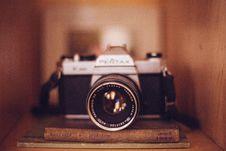 Free Old Vintage Camera Books Shelf Case Tan Brown 2 Royalty Free Stock Photo - 92161465