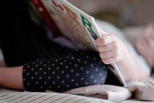 Free Public Domain- Little Girl Reading Book Bedtime Nap Stock Photos - 92161653