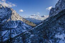 Free Mountain Snow Peak Blue Sky Stock Photography - 92161882