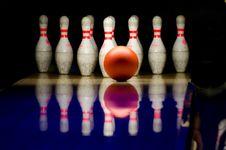 Free Bowling Alley Red Ball White Pins Lane Royalty Free Stock Photos - 92161968