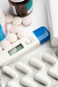 Free Pills And Thermometer Stock Image - 9226091