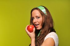 Free Brunette Holding Apple Royalty Free Stock Images - 9229939