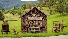 Free Rustic Woodshed With Welcome Sign Stock Image - 92236851