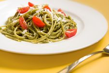 Free Spaghetti With Basil Pesto And Tomatoes Royalty Free Stock Photo - 9233065