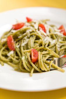 Spaghetti With Basil Pesto And Tomatoes Royalty Free Stock Photos