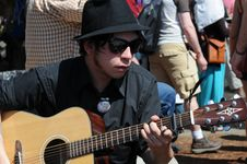 Free Street Performer With Sunglasses On Guitar Royalty Free Stock Photos - 92330058