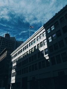 Free High Rise Building With U.s.a Flag On Top Under Blue Sky And White Clouds During Daytime Royalty Free Stock Photo - 92330765
