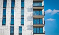 Free Modern Apartment Building Royalty Free Stock Images - 92330779