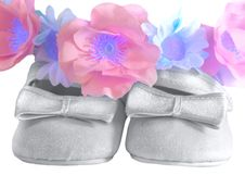 Free Silver Shoes For A Baby Royalty Free Stock Photo - 9243965