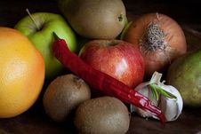 Garlic, Onion, Kiwi, Apples And Paprika Royalty Free Stock Image