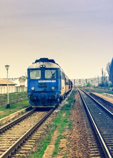Free Moving Train On Track Stock Photography - 92429932