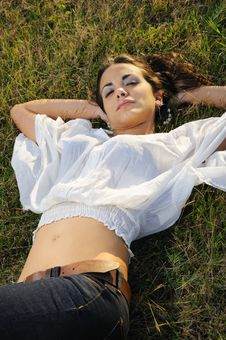 Free Beauty On The Grass Royalty Free Stock Images - 9252119