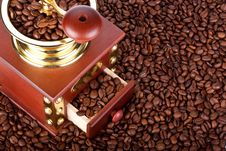 Free Coffee Mill And Coffee Beans Stock Photography - 9252562
