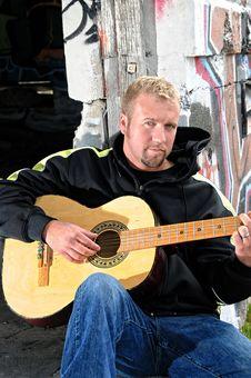 Free Man Holding His Guitar Royalty Free Stock Image - 9255436