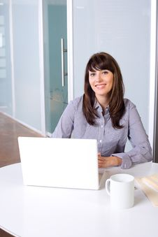 Free Business Woman In Modern Office Royalty Free Stock Photography - 9255527