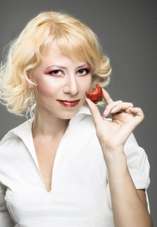 Free Portrait Of Young Woman With Strawberry Royalty Free Stock Photo - 9257035
