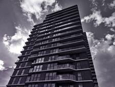 Free Skyscraper With Interesting Facade Stock Photo - 92525420