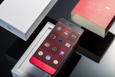 Free Unboxed Android Phone Royalty Free Stock Image - 92590636