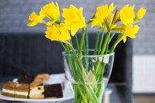 Free Vase Of Daffodils  Royalty Free Stock Photo - 92590775