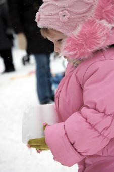 Free The Little Girl Holds A Pyramid From Snow Stock Photos - 9263793