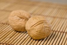 Free Two Walnuts On Bamboo Mat. Royalty Free Stock Photos - 9264928