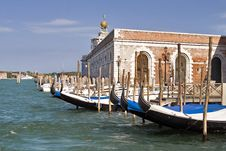 Free Water Street With Their Boats And Gondolas. Venice Royalty Free Stock Photo - 9266485