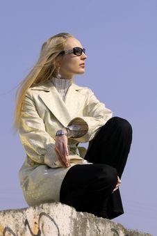 Free Fashion Woman Waiting Stock Photos - 9267723