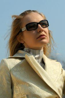 Free Fashion Woman Outdoor Stock Photos - 9267733