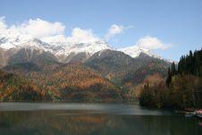 Free Lake Ritsa. Abhazia Royalty Free Stock Photo - 9268115