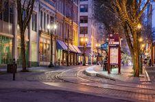 Free Empty Night Street Royalty Free Stock Photography - 92653787