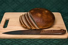 Free Brown Bread And Knife On A Breadboard Stock Photos - 9272983