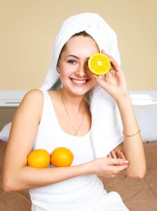 Free Pretty Woman Eating Oranges Royalty Free Stock Photos - 9279228