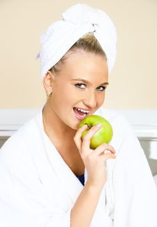 Free Pretty Woman Eating An Apple Royalty Free Stock Photo - 9279285