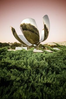 Free Floralis Generica Sculpture Stock Photos - 92710793