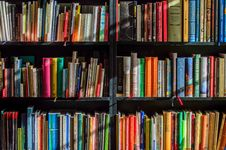 Free Books In Black Wooden Book Shelf Royalty Free Stock Photos - 92752938